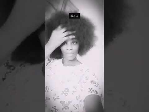 naturelle avec les cheveux afro