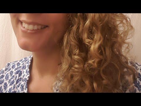 Les poudres ayurvédiques sur cheveux frisés pour épaissir et gainer